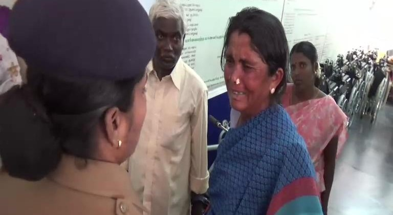 22-08-16 Karur Greevance Day officers mirattal in Public News photo 01